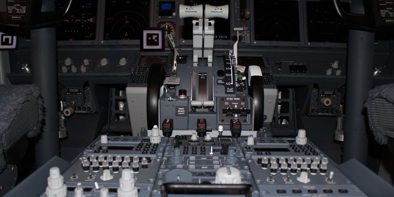 Eye-Tracking-IR-Marker-Flugzeug-Cockpit